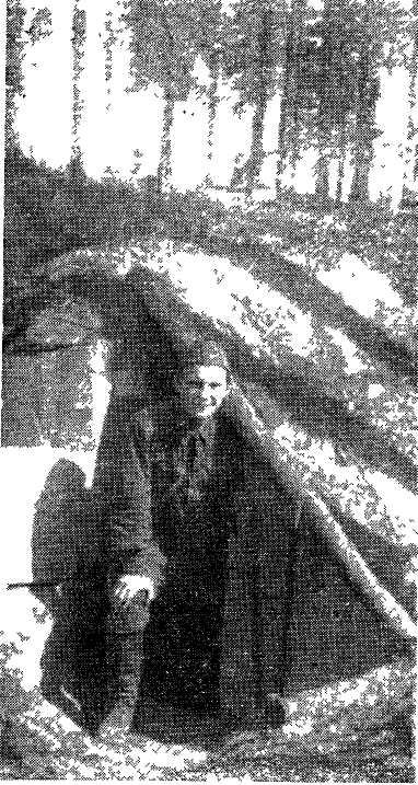 П. Н. Лукницкий в блиндаже на